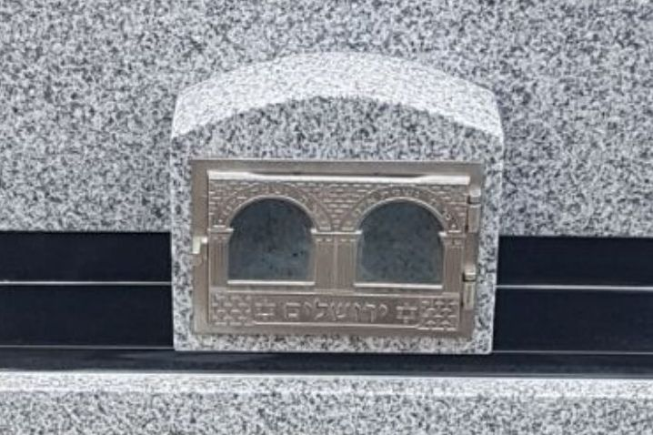 Candle box for Jewish monuments and headstones